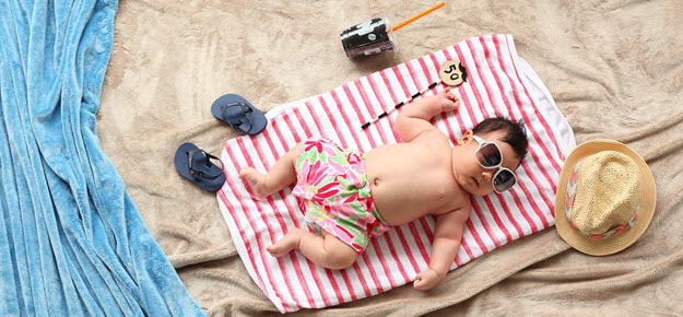 Kinder Sonnenschutz für den Sommer und Urlaub am Strand